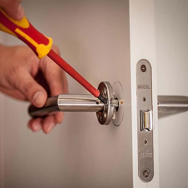 cerrajero7 1 - Cerrajeros Urgente en su Zona